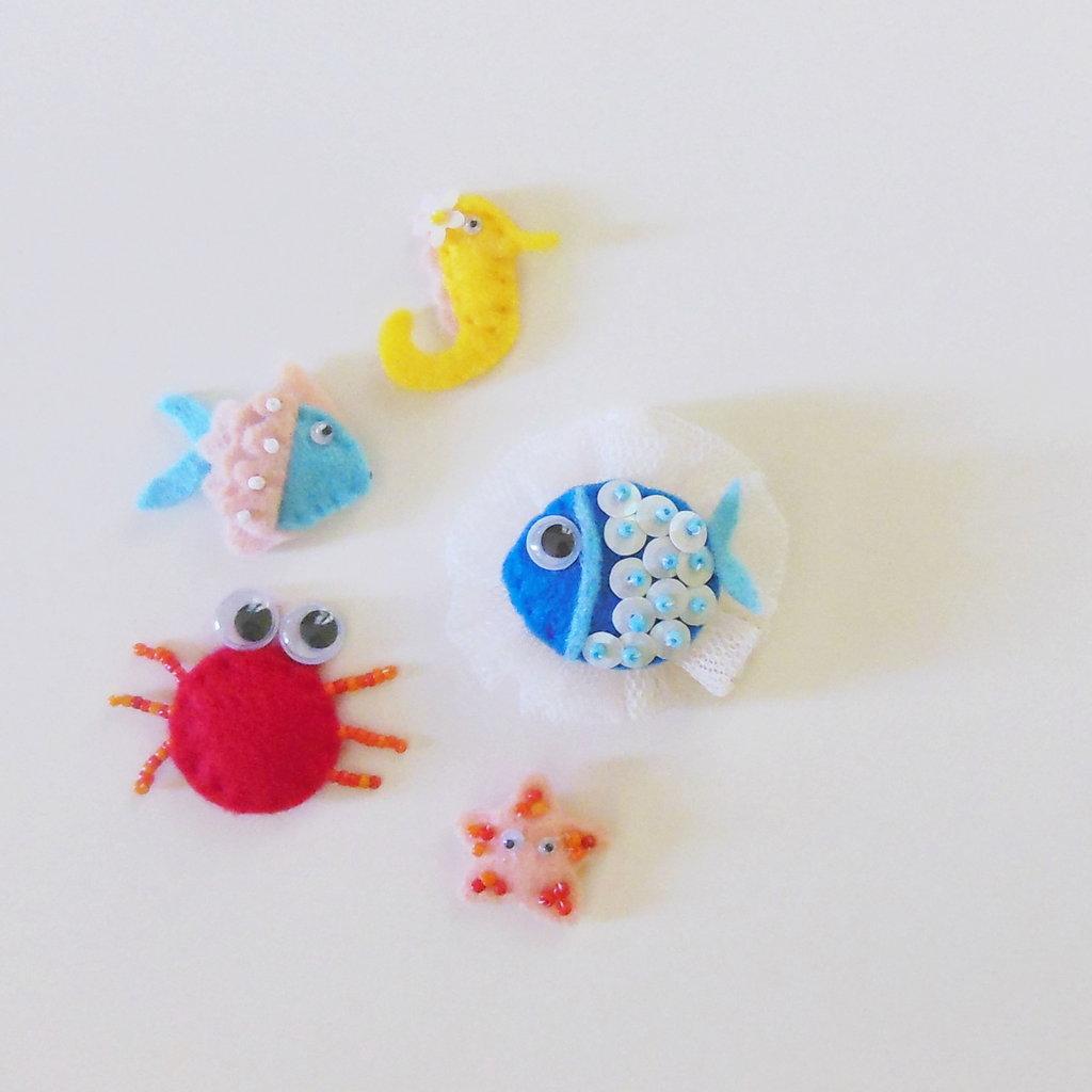 Set di 5 diverse bomboniere in feltro a tema 'mare' : pesci, stelle marine, cavallucci marini, granchi