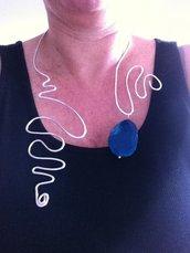 collana in filo di alluminio con pendente in agata blu
