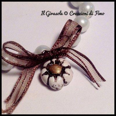 Bracciale elastico con perle e fiocchetto in raso con fiore in fimo