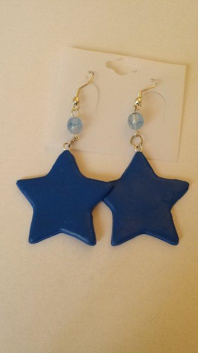 Orecchini stelle blu in Fimo con perle di vetro di Boemia