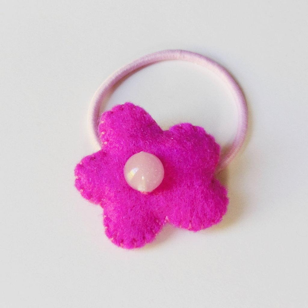 Codini per capelli con fiorellini in feltro rosa