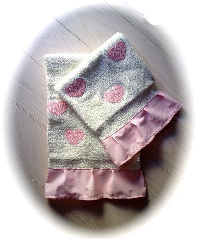 Set spugne viso + ospite, bianco con cuori rosa e volants in cotone rosa e micropois bianchi