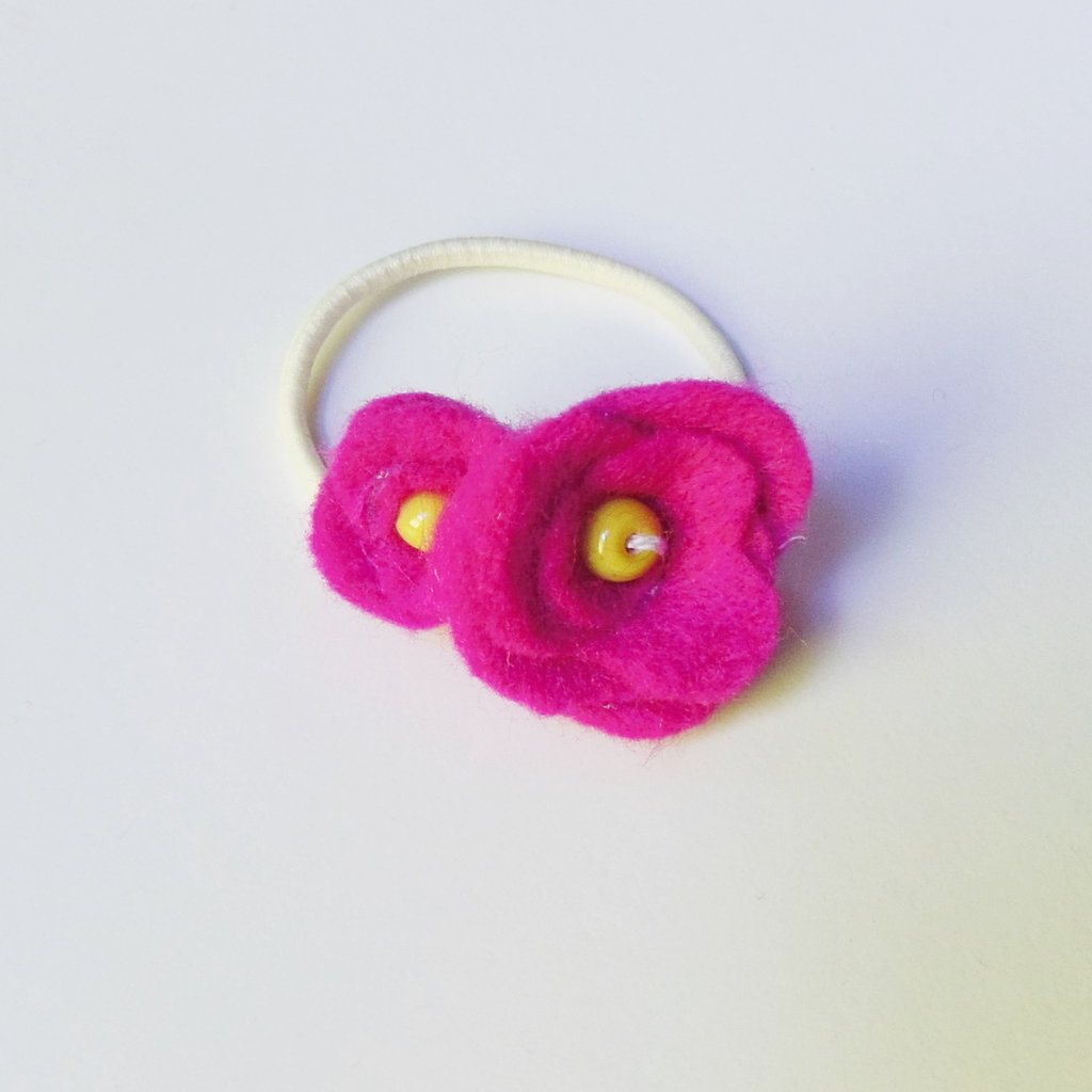Codini per capelli con fiorellino in feltro rosa