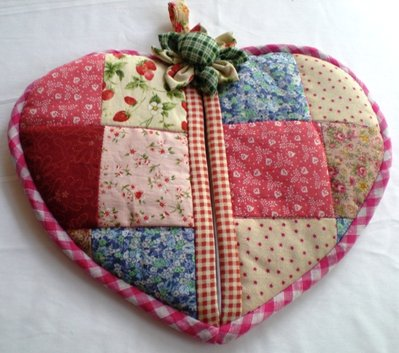 Patchwork love shape pot holder