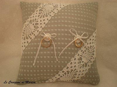 cuscino portafedi matrimonio con bordatura uncinetto