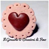Anello regolabile con cialda di biscotto con cuore di cioccolato fondente