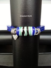 Bracciale con cristalli blu e pietre e filo elastico