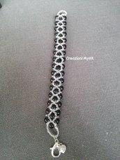Bracciale con perline bianche e nere