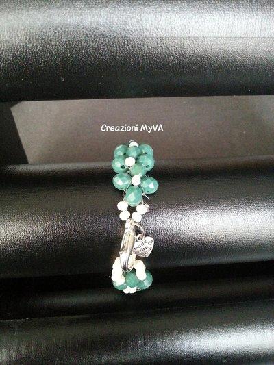 Bracciale con pietre verdi e bianche
