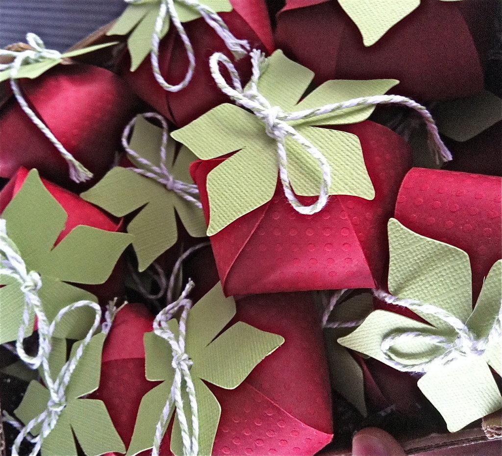 Fragola porta confetti in vendita nel negozio monica pegoraro