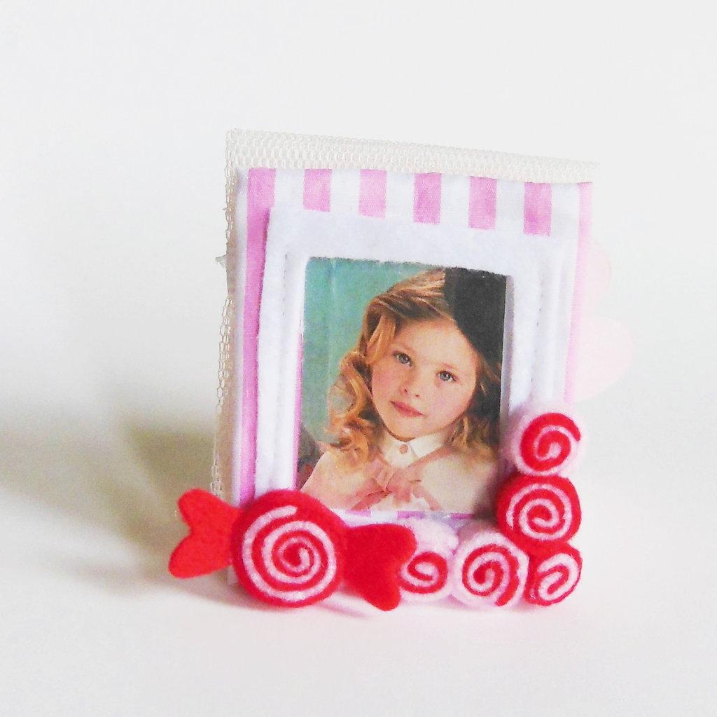 Bomboniere 'caramelle': deliziose cornici in feltro e cotone per dolci bambine e calamite per foto ricordo!