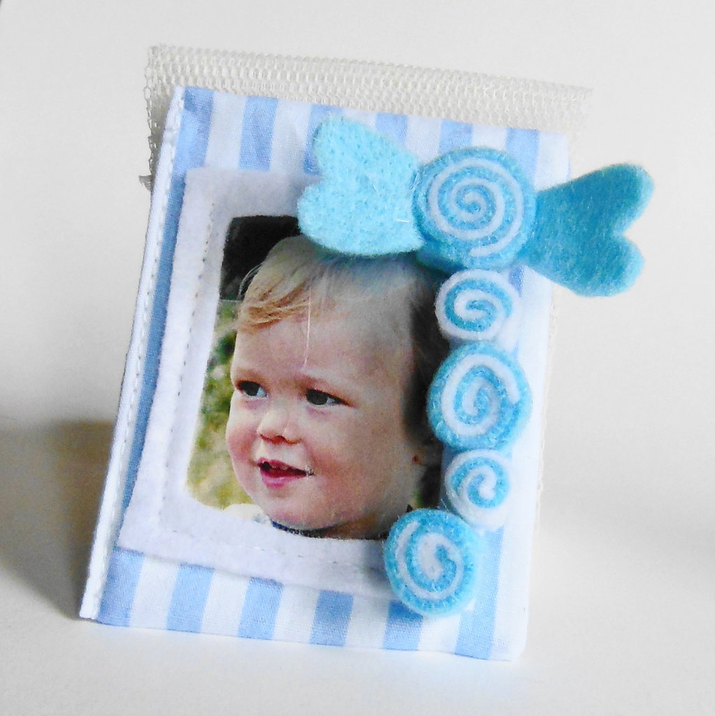 Bomboniere 'caramelle': deliziose cornici in feltro e cotone per dolci bambini e calamite per foto ricordo!