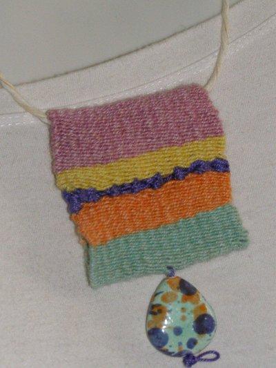 ciondolo multicolore a  telaio