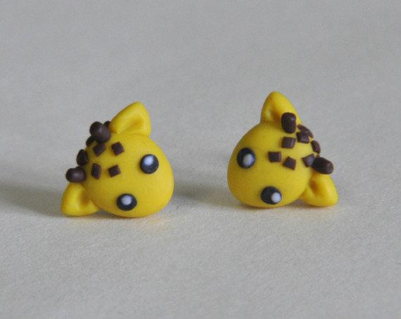 Orecchini Perno Giraffe Kawaii in Pasta Sintetica Tipo Fimo (coppia) - Disponibili con Perno in Acciaio, Perno in Plastica o Magneti