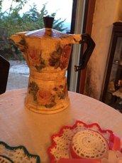 Caffettiera decorata a mano con tecnica decoupage