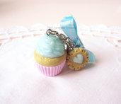 *IN OFFERTA* Portachiavi con cupcake e biscotto in fimo, perle e fiocco azzurro