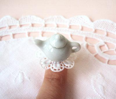 *IN OFFERTA* Anello con teiera in ceramica e centrino