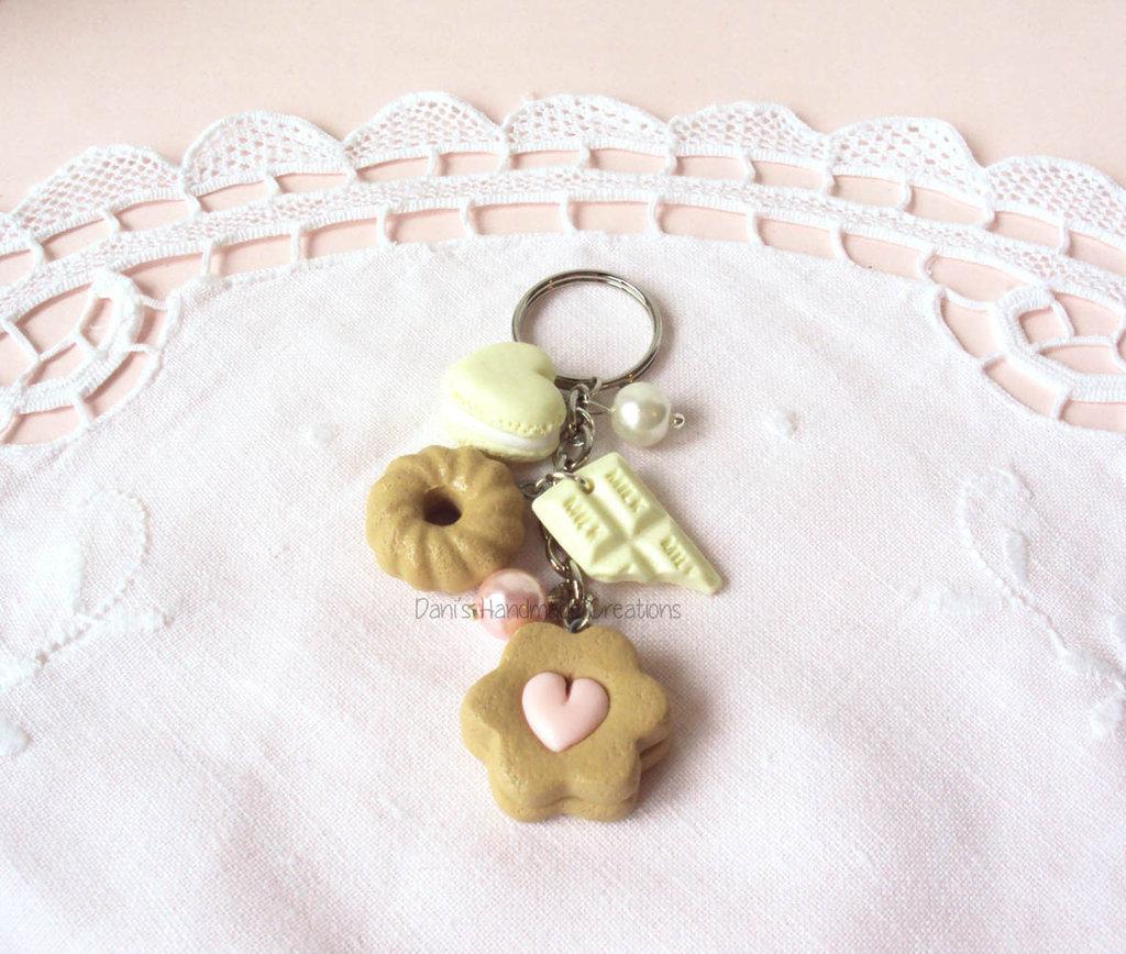 *IN OFFERTA* Portachiavi macaron a forma di cuore, barretta di cioccolato, ciambella e biscotto in fimo e perle