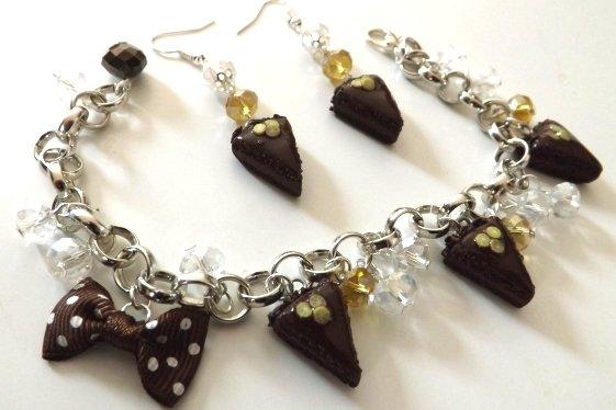 OFFERTA!!!!!Completo parure orecchini e braccialetto  con fette di torta al cioccolato realizzate in fimo,glassa,fettine di limone e perline!!