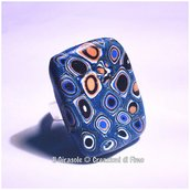 Anello regolabile con murrina blu e arancio in fimo
