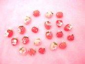 CHARMS IN STILE KAWAII - uno a scelta FRAGOLINE E MELE con coccinelle rosa chiaro e rosa scuro  - fimo per orecchini bracciali collane