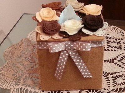 scatola di feltro beige porta fazzoletti di carta con rose di feltro
