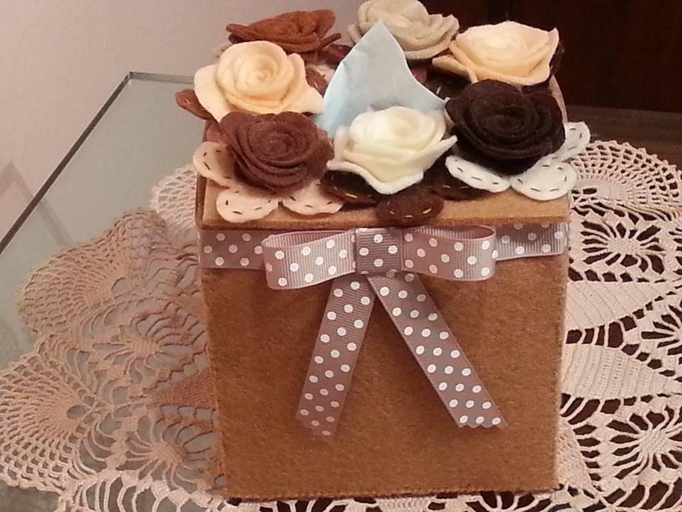 Scatola di feltro beige porta fazzoletti di carta con rose for Porta kleenex feltro