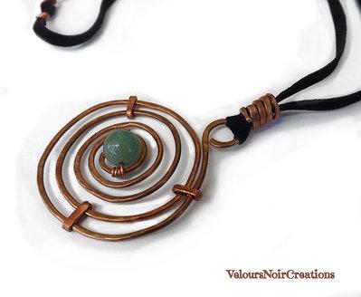 Collana wire spirale celtica in rame martellato e avventurina