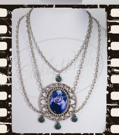 EDIZIONE LIMITATA! Collana Ursula, cammeo foto30x40, tripla catena conchiglie azzurre- Maleficent, regine cattive, goth lolita pin up