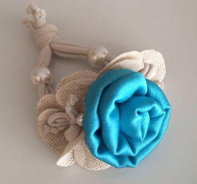 Bracciale in stoffa con fiore turchese