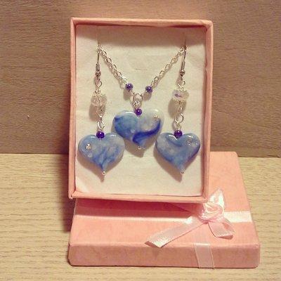 collana con ciondolo cuore in fimo blu cielo completo di orecchini pendenti