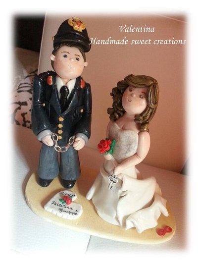 Wedding cake topper, statuina sposini sopra torta- sposo divisa- polizia