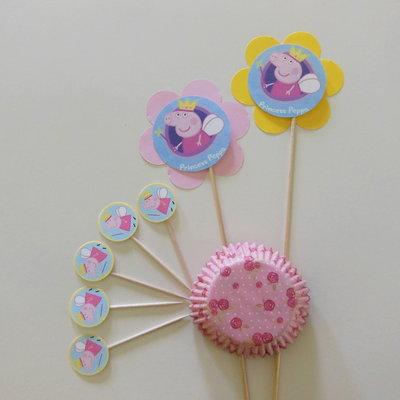 Decorazioni per la festa di compleanno della vostra bambina: Peppa stuzzichini per decorare i dolcetti!
