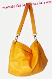 Borsa in eco pelle gialla con manico allungabile, fatta a mano