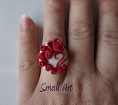 Anello regolabile con rose rosse in fimo
