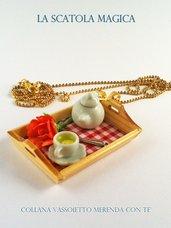 Collana merenda su vassoio in legno