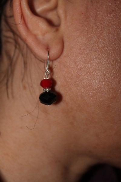 Orecchini con swarovski rossi e neri