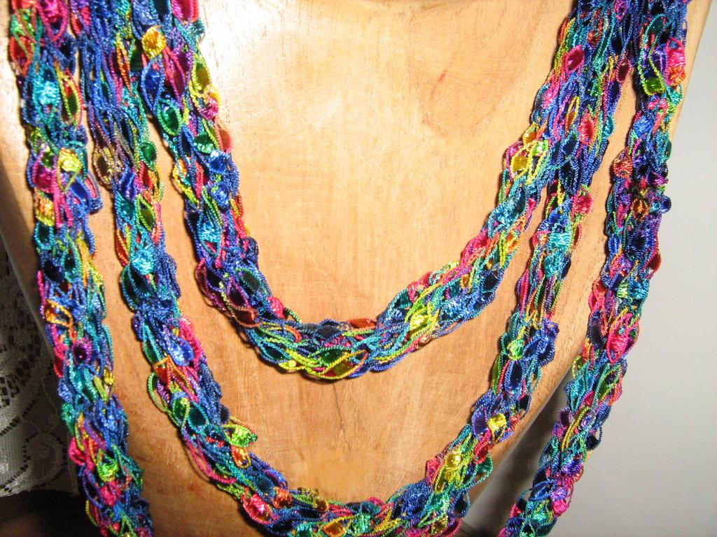 Collana lavorata a maglia