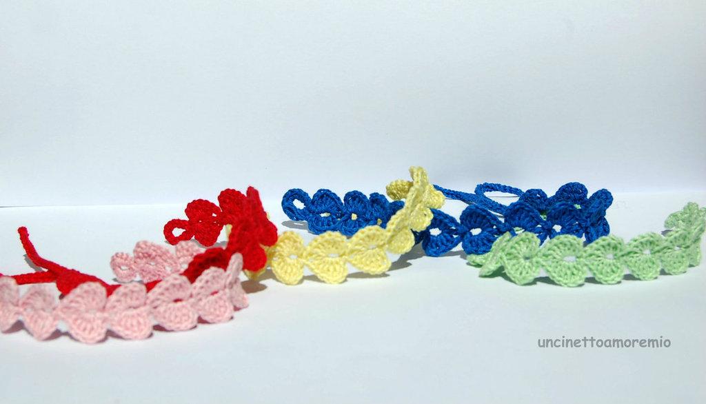 Braccialetti o caviglieri CUORE  ad uncinetto colorati ed unisex