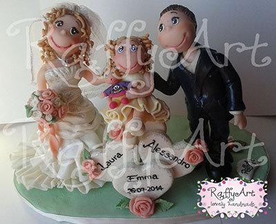 """Cake topper matrimonio """"Loving Trio"""" (personalizzabile)"""