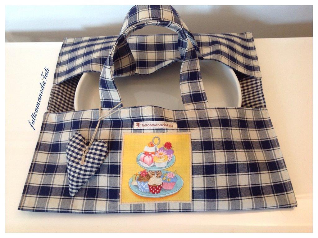 Porta torta in cotone a quadretti blu con appliquè dolcetti