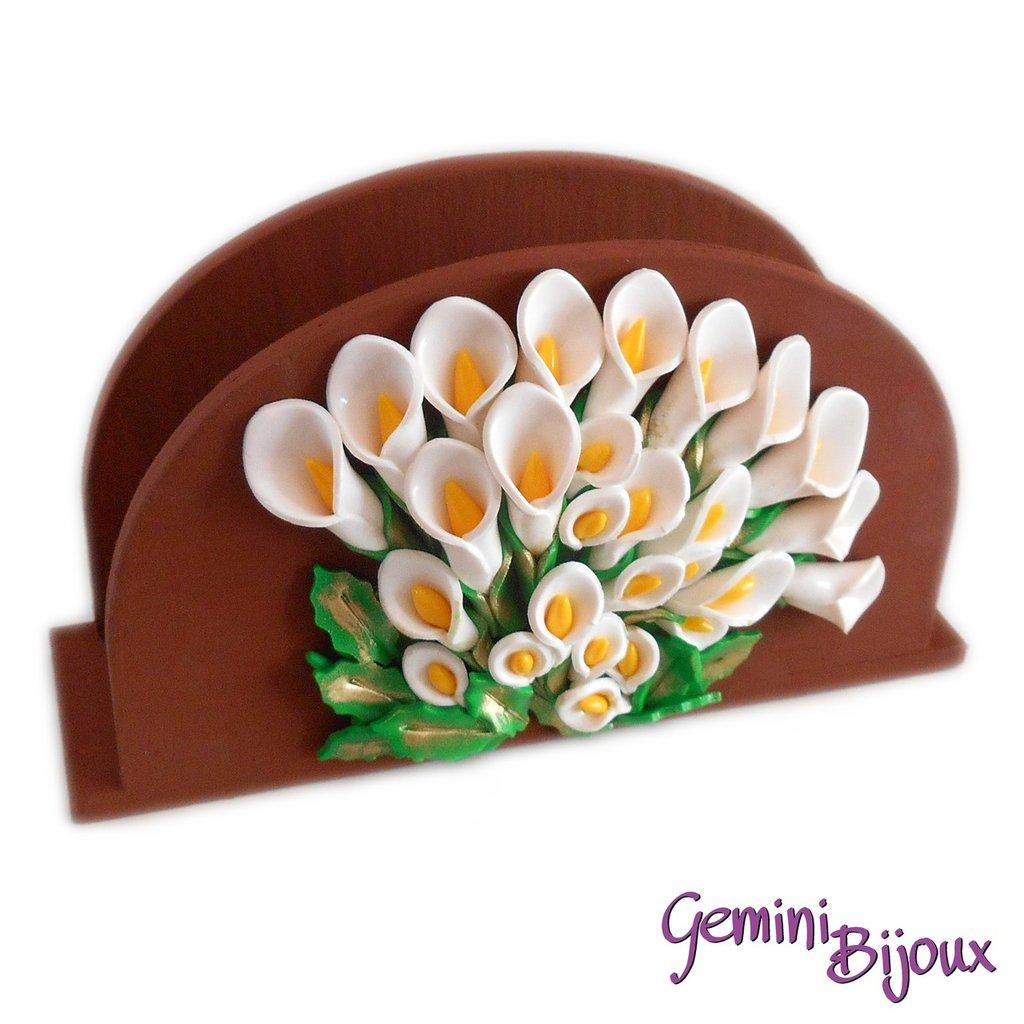 Porta tovaglioli in legno dipinto e decorato con fiori calle in fimo fatto a mano