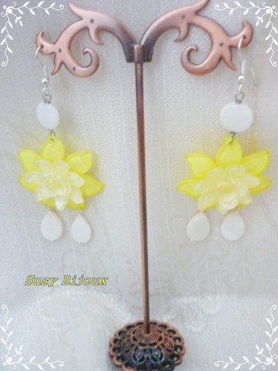 orecchini in resina, madreperla e vetro