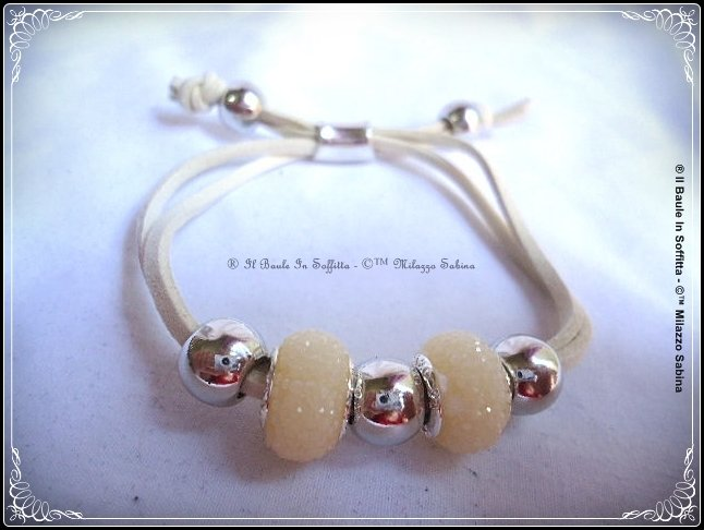 Bracciale in cordino di alcantara e perle trollbeads - Sabbia