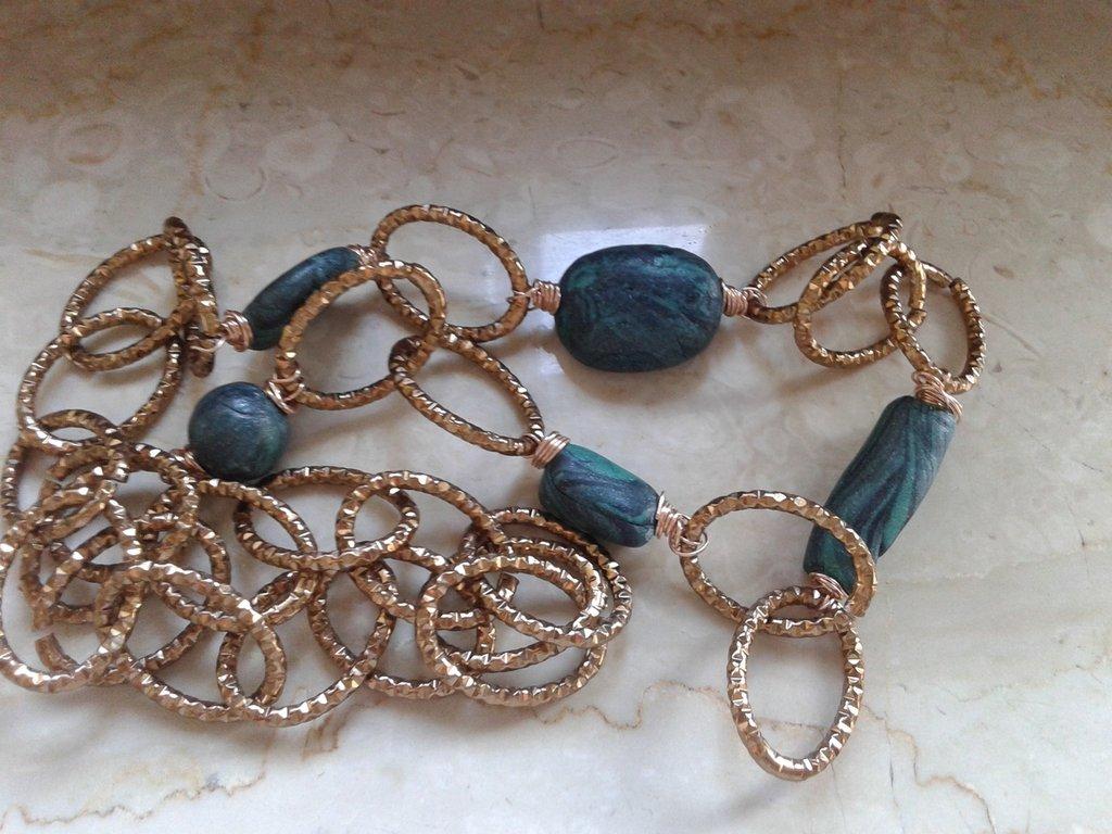 catena in alluminio color bronzo con perle in fimo
