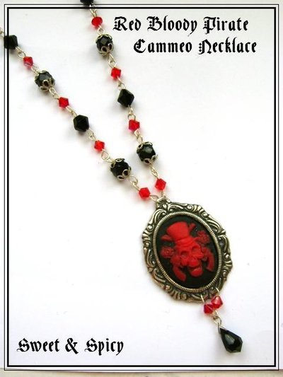 RED BLOODY PIRATE NECKLACE-COLLANA GOTHIC VITTORIANA CON CAMMEO TESCHIO PIRATA