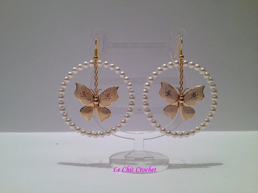Orecchini a cerchio con Swarovki Crystal Pearls e farfalle filigranate