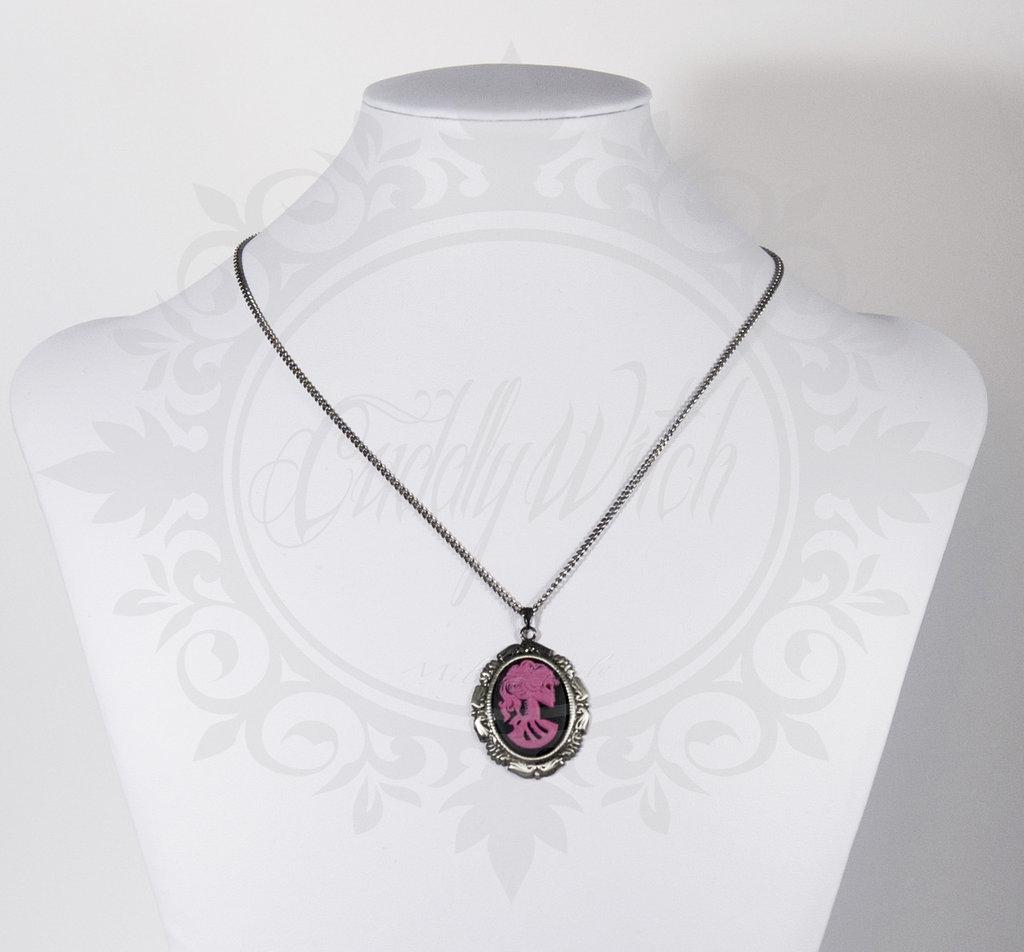 collana lady of the dead 25x18 cammeo nero e rosa violetto, base base e catena in metallo- goth lolita pin up rockabilly alternative