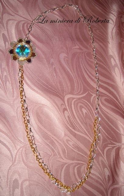 collana lunga con rivoli 27mm incastonato a fiore