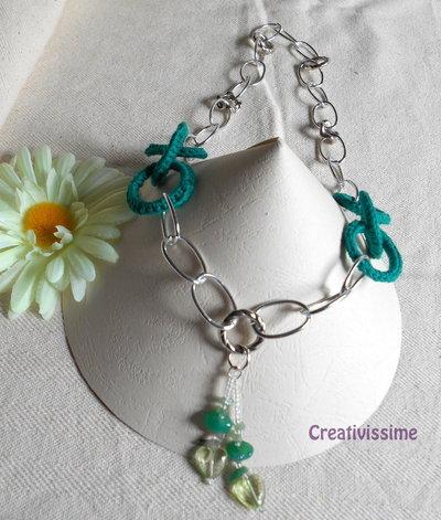 Collana all'uncinetto con cerchi e catena con pendente a cuore di perline fatta a mano verde